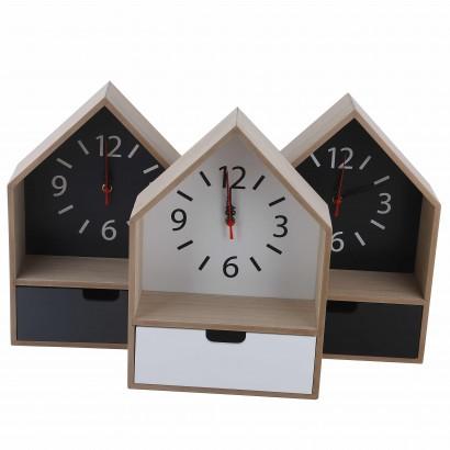 Klok met houten doos