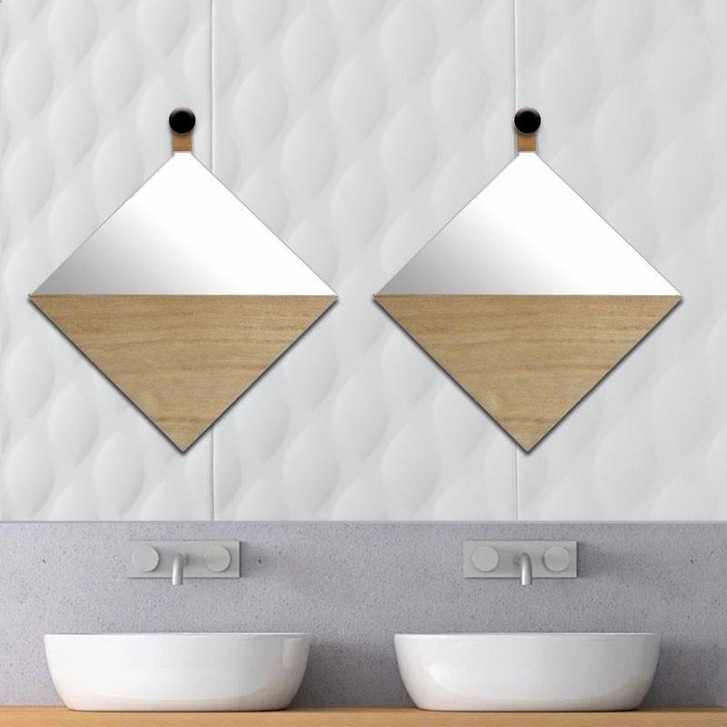 Ruitvormige spiegel met houten opbergruimte