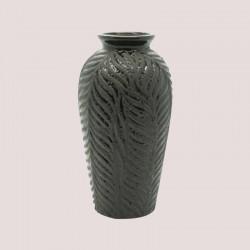 vase déco  Grâce et gaieté, les fleurs sont un éclat de couleur et de douceur au cœur de la maison. En harmonie avec cette intrusion élégante, le vase, traditionnellement contenant des fleurs, est un objet agréable à regarder qui participe à la décoration